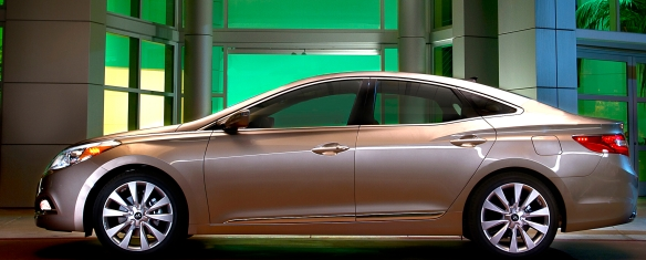 Elegant, yes? The view from other angles is just as pleasing. Hyundai�s 2013 Azera is as pretty as sedans get, and the beauty is more than just skin-deep.